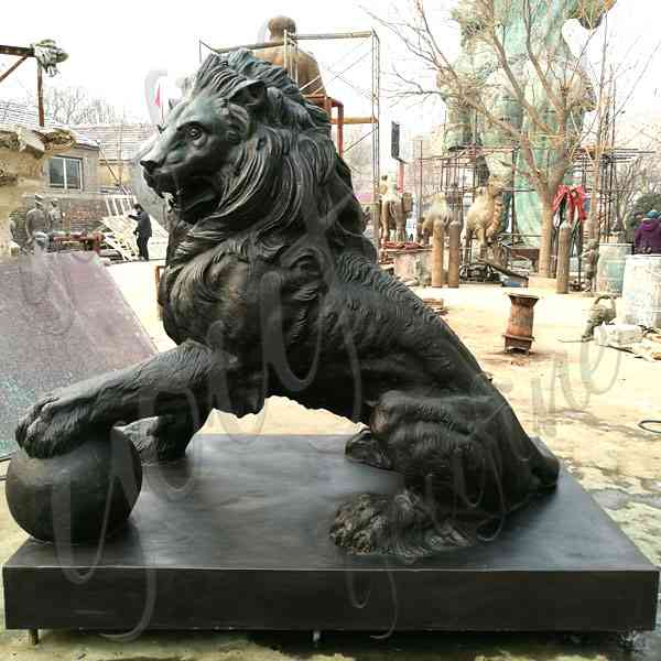 Elegant Life Size Bronze Lion Statue for Outdoor  Decoration M-205