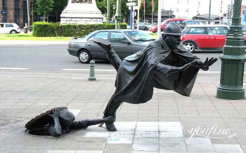 Life-Size Bronze Vaarkapoen Statue Street Decoration
